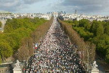 Marathon starts on Champs d'Elysees