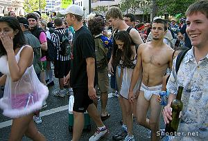Bay to Breakers runners